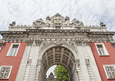 Imperial gate at Dolmabahce Palace in Istanbul — Stock Photo