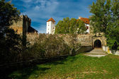 Entrance gate with a drawbridge into the castle Bítov. — Foto de Stock