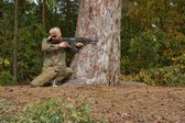 Teenager, boy in battle dress and a rifle, Air Soft Gun — Stock Photo