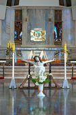 Die Figur des gekreuzigten Christus im Inneren der Kirche, Ostern, Polen — Stockfoto