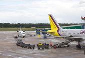 Embarkation of baggage in Germanwings airplane — Stock Photo