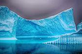 Ijsberg in de zee met hdr effect — Stockfoto