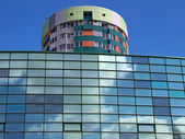 Modern building with sky reflections — Stockfoto