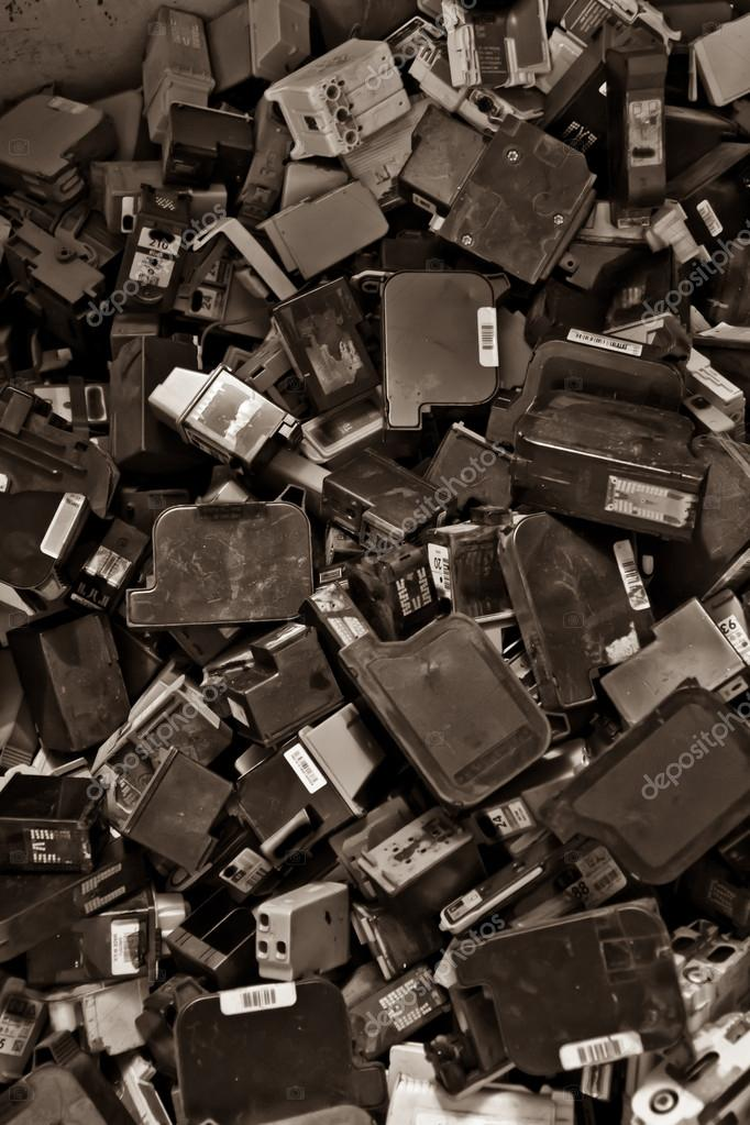 Group of inkjet printer ink cartridges empty and ready for recycling. — Stock Photo #12558259