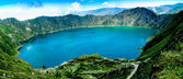 Volcano crater lake panorama, Quilotoa, Ecuador — Stock Photo