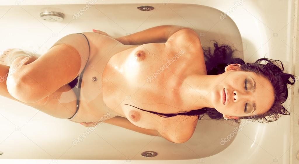 Free Naked Bathroom Womens Pics 16