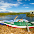 Blue lake with boats at the shore, titicaca lake — Stock Photo