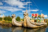 The floating and tourist Islands of lake Titicaca — Foto de Stock