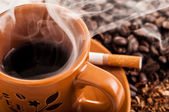 Cigarette, smoke and a cup o coffee — Stock Photo