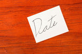 Date- Post it Note on Wood Background — Stock Photo