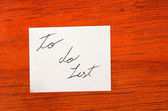 Be Happy- Post it Note on Wood Background — Stock Photo