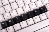 コンピューターのキーボード上の黒いキーで書かれた単語のプロファイル. — ストック写真