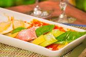 Włoski makaron z sosem i parmezanem — Zdjęcie stockowe