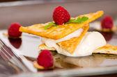 Dessert crackers with Raspberries — Stock Photo