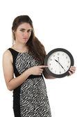 Hermosa joven sosteniendo gran reloj redondo — Foto de Stock