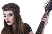 カラフルなメイクアップのエレク トリック ギターを保持するいると美しいロッカー パンクガール — ストック写真