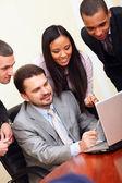 Olika företagsgrupp som arbetar med dator — Stockfoto