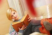 女人读的书 — 图库照片