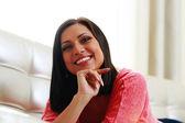 Jovem mulher sorridente — Fotografia Stock