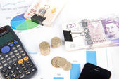 Pound notes and coins — Stock Photo