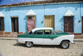 Old car on street in Cuba — Stock Photo