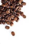 Kahve çekirdekleri beyaz izole — Stok fotoğraf