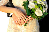 Wedding hands with bouquet — Stock Photo