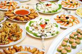 Tabla con los alimentos — Foto de Stock