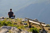 Man sitting on top of the hill — Stock Photo