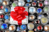 Colorful Christmas baubles with gift box — Stock fotografie