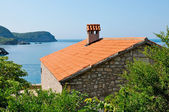 Casa de pedra com bela vista sobre o mar adriático — Foto Stock