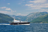 Luxury yacht cruising in the bay — Стоковое фото