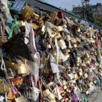 Love locks on a bridge in Paris — Stock Photo #13673397