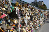 Love locks on a bridge in Paris — Stock Photo