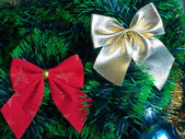 Decoration: red and golden bows in the new year tree — Foto Stock