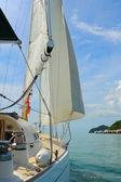 Yacht i det öppna havet — Stockfoto