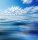 Azul cielo soleado con nubes — Foto de Stock