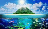 Zonnige tropisch strand op het eiland — Stockfoto