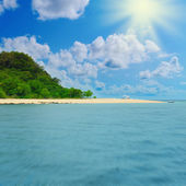 Sunny tropical beach on the island — Stock Photo