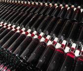 Staré lahve červeného vína — Stock fotografie