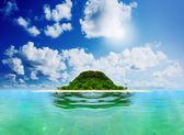 Sunny tropical beach on the island — Stock Photo