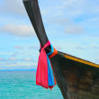 Longtail boat on the sea tropical beach — Stockfoto