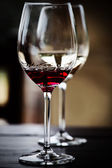 Glasses of red and white wine — Стоковое фото