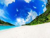 Tropical beach on the island paradise — Foto Stock