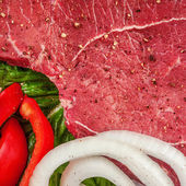 Meat with onions and peppers — Stock Photo