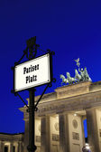 Berlin - Pariser Platz with Brandenburger Tor in background at b — Stock Photo