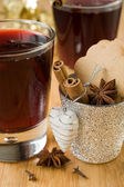 Mulled wine for Christmas and spices — Stockfoto