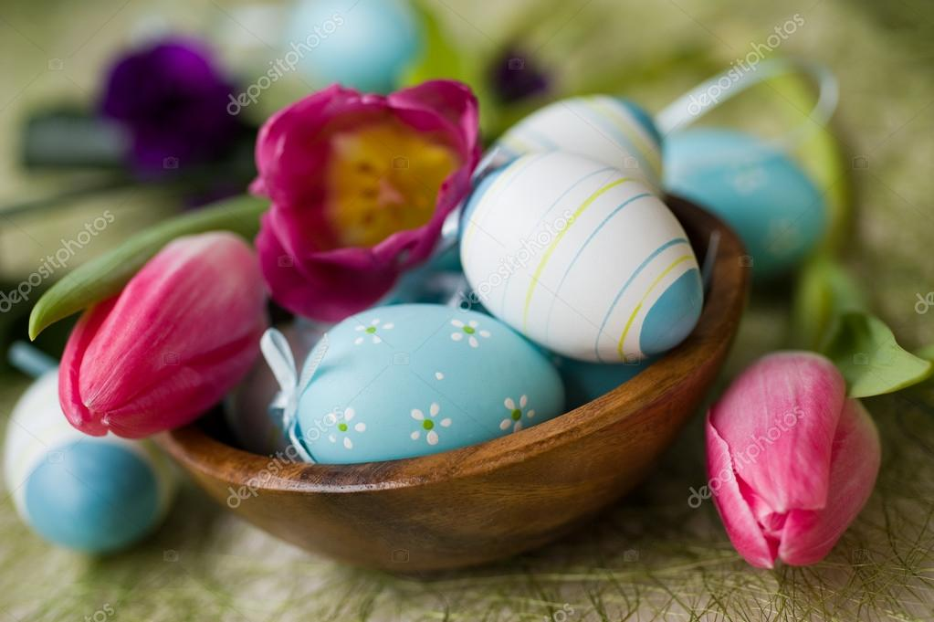 Easter eggs and flowers tulips — Stock Photo #17191821