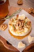 Baked Camembert with walnuts and honey — Stock Photo