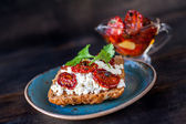 Grain bread with cottage cheese and sun-dried tomatoes — Stock Photo